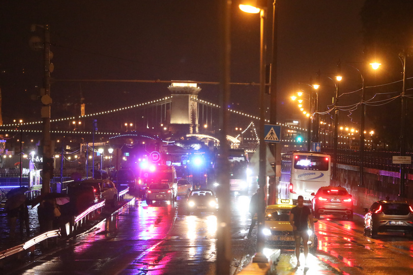 7 dead, 21 missing after sightseeing boat collides with cruise ship on the Danube in Budapest - 3