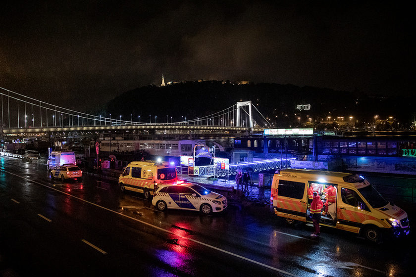 7 dead, 21 missing after sightseeing boat collides with cruise ship on the Danube in Budapest - 1