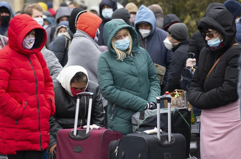 Feltorlódtak az ukrán vendégmunkások a záhonyi határon - 3