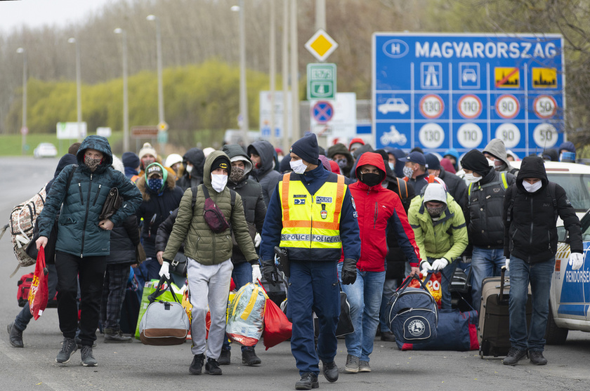 Feltorlódtak az ukrán vendégmunkások a záhonyi határon - 6