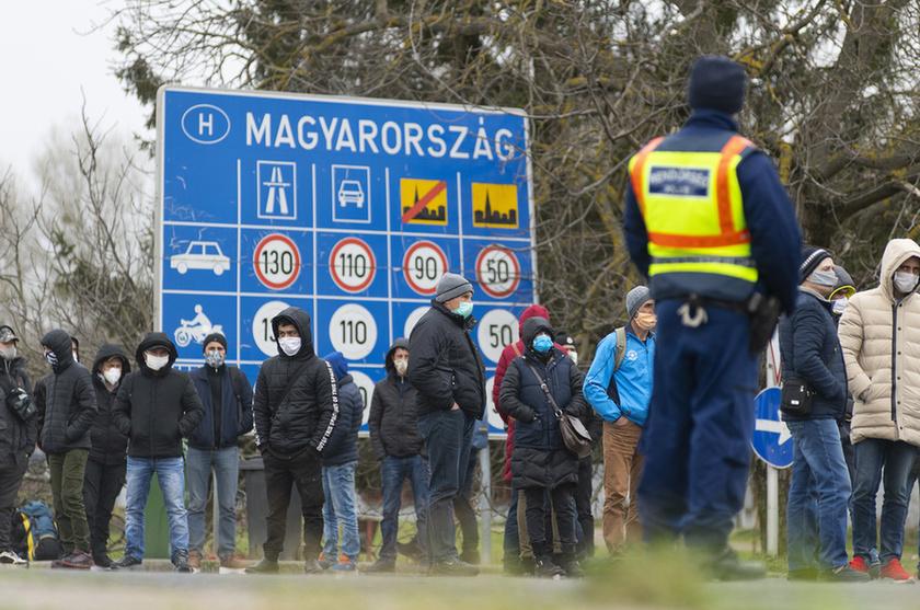 Feltorlódtak az ukrán vendégmunkások a záhonyi határon - 1