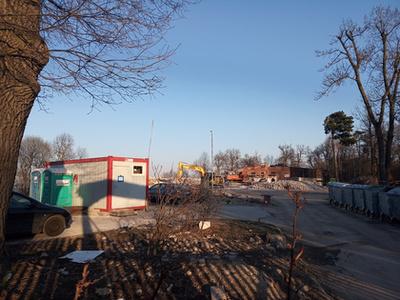 A 223-as számú határkő látta az edzőtábor, majd a hotel felépítését és a bontását is. Ez az eredeti helye.