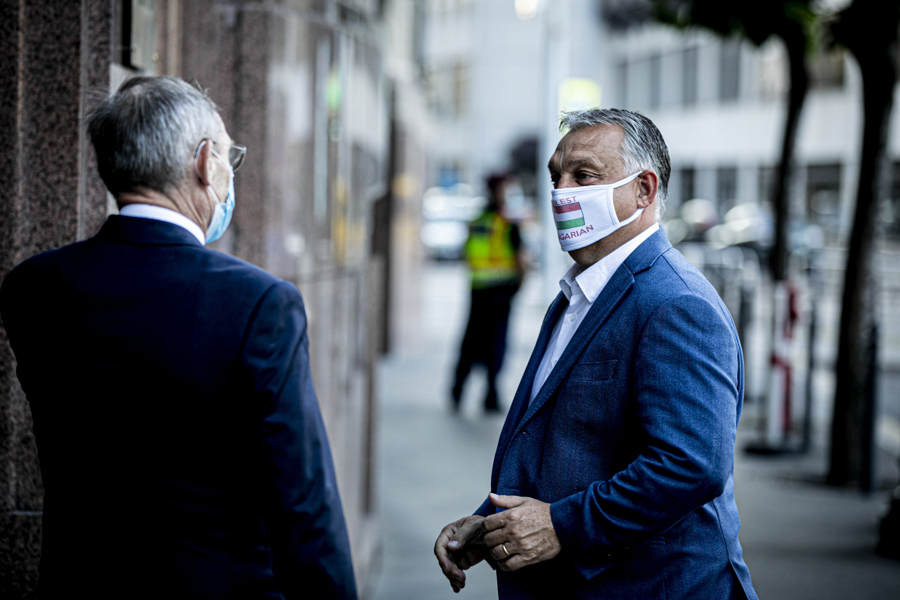 A Miniszterelnöki Sajtóiroda által közreadott képen Igor Matovic szlovák Mateusz Morawiecki lengyel Andrej Babis cseh és Orbán Viktor magyar miniszterelnök (b-j) a visegrádi országok (V4) kormányfõi csúcstalálkozóján a csehországi Lednicében 2020. június 11-én.