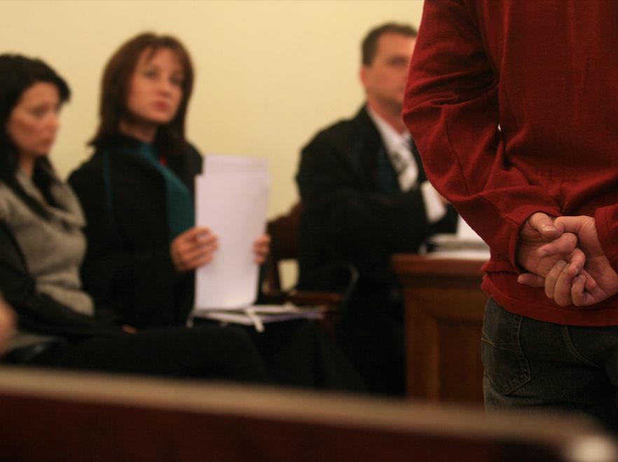 Mindegyik vádlott ártatlannak tartja magát
