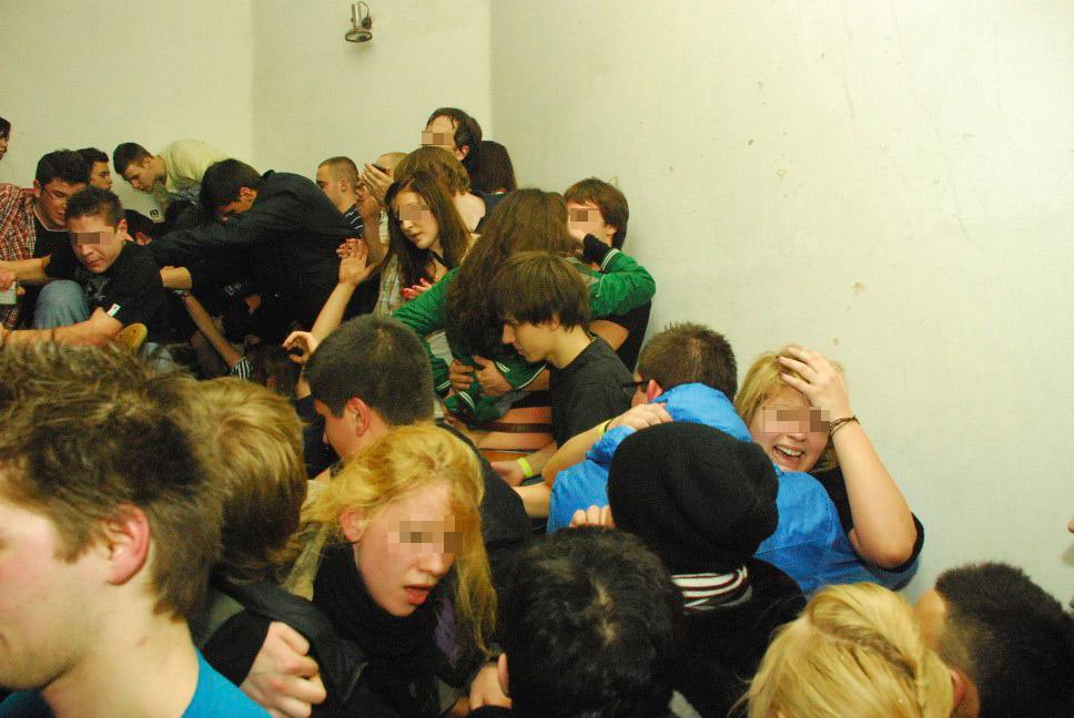 A tragédia miatt kialakult pánikban a menekülők több fiatal társukat eltaposták