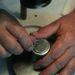 Kezdetben kézzel készül a pénz