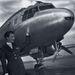 Gerőfi Józsefné a MALÉV stewardesse a vállalat külföldre induló gépe előtt. 1959. május.