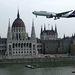 Budapest 2007. augusztus 20. A Malév egyik Boeing 767-es utaszállító repülőgépe húz át a Duna felett a Parlament épülete előtt az augusztus 20-i légi parádén.