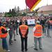 Dolgozók demonstrálnak a Kapuvári Hús Zrt. épülete előtt 2012. szeptember 14-én. Az alkalmazottak az akkor már napok óta minimálisra csökkentett termeléssel működő üzem sorsának rendezését követelték.