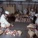 Visszatekintés: 1975. szeptember 11. Sertést darabolnak a hentesek a Húsipari Vállalat kapuvári üzemében.