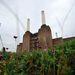 Egy hétvégére megnyitották a nyilvánosság előtt az átépítés előtt álló Battersea erőművet. Az 1983-ban leszerelt szénerőművet a Chelsea szerette volna stadionná alakítani, de végül bevásárlóközpont, éttermek és lakónegyed épülnek majd a híres londoni gyártelep csarnokaiban.