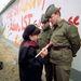 Keletnémet művész festené be a katonákat november 21-én.