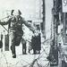 A keletnémet pártvezetés 1961-ben zárta körül váratlanul a nyugati szövetségesek egyesített berlini zónáját előbb szögesdróttal, majd a fallal.