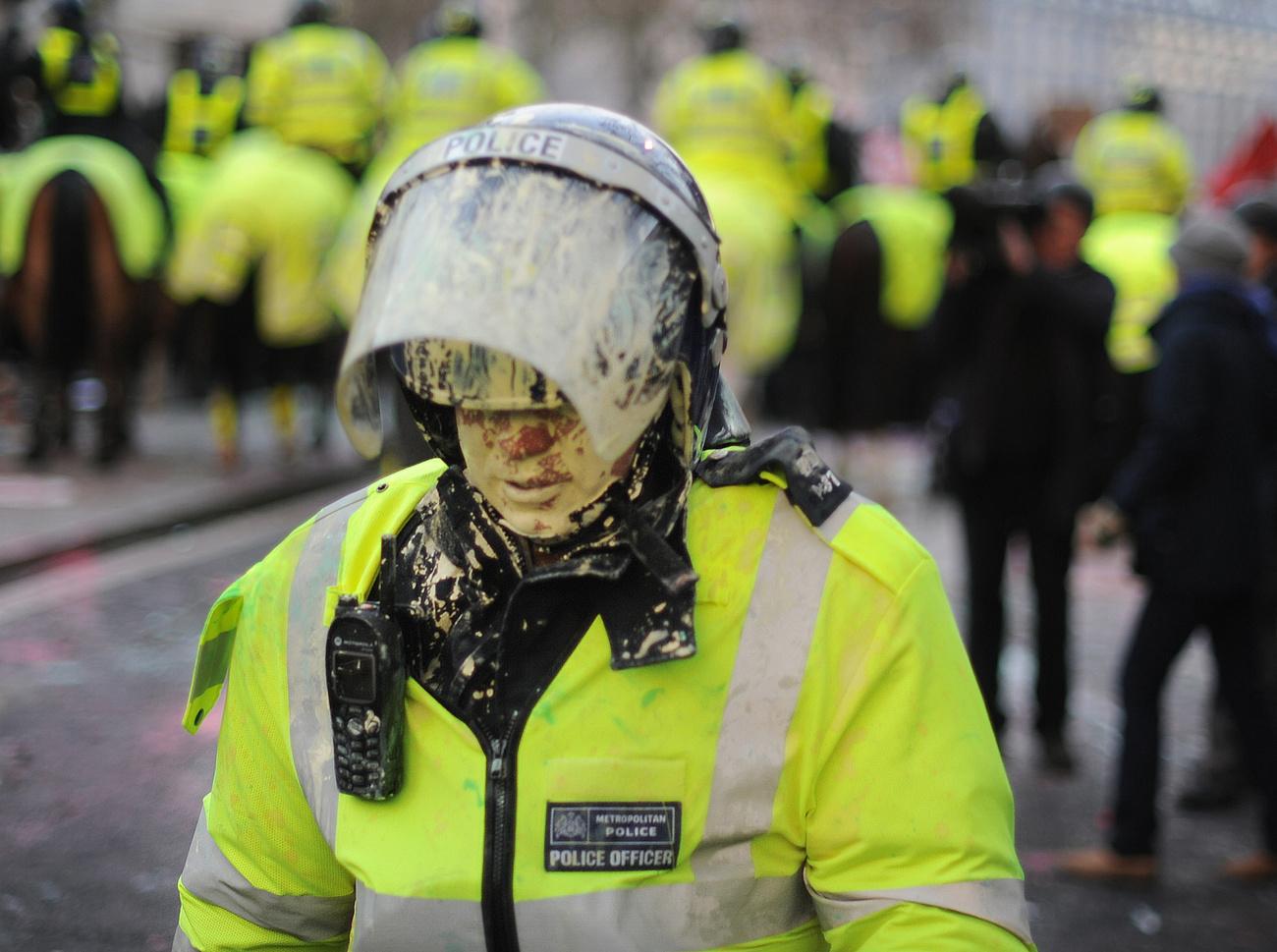 Nick Clegg miniszterelnök-helyettes a Downing Street 10 előtt