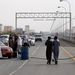 Omán egyik kikötővárosában, Szohárban tüntetők akadályt emeltek az ipari övezetbe vezető úton