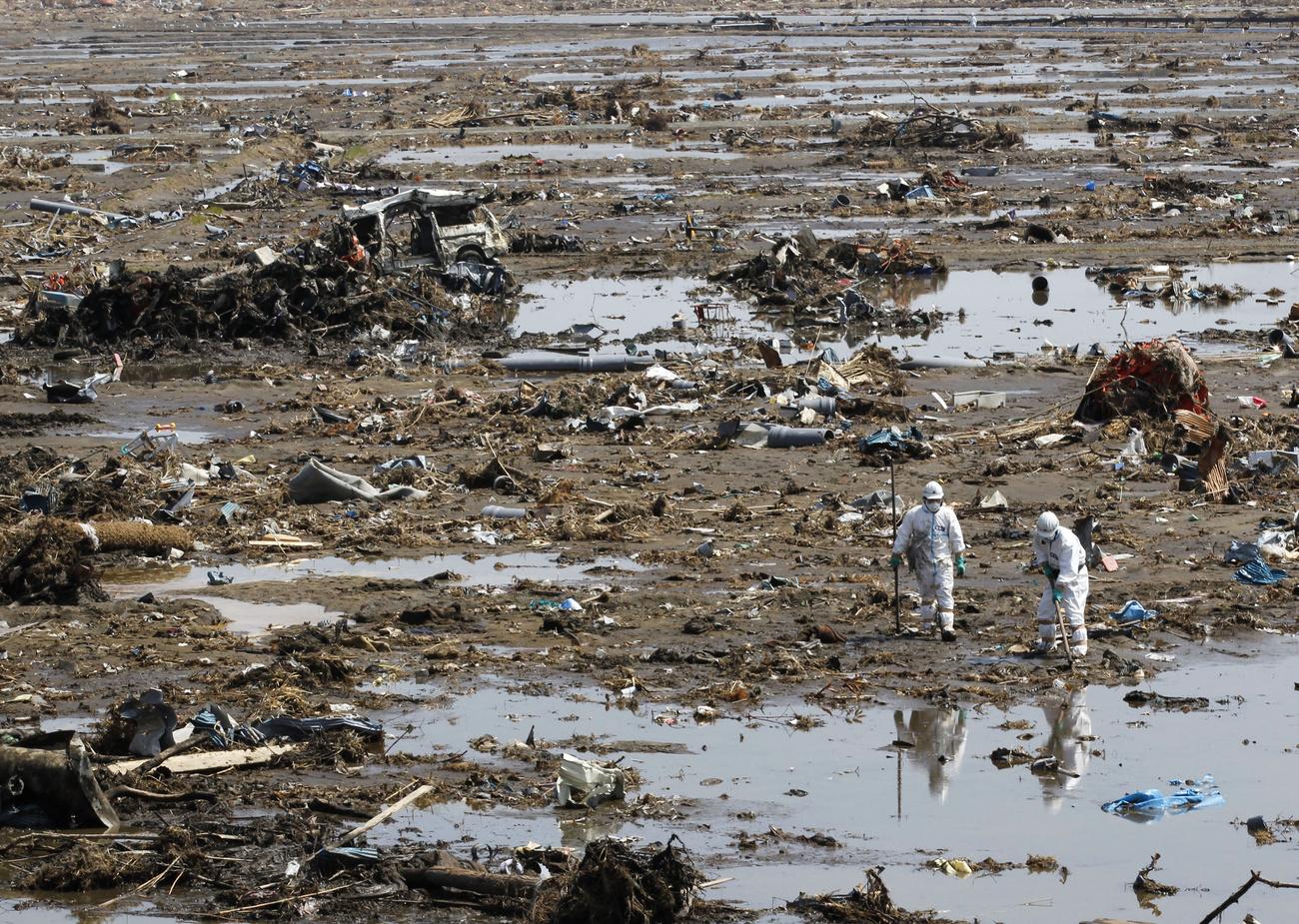 A legfrissebb adatok szerint 13 ezer 116 ember halt meg és 14 ezer 377 tűnt el a március 11-i földrengésben és szökőárban.