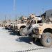 Kabult gyakorlatilag már csak az afgán erők biztosítják, Kandahárban viszont még jelentős az amerikaiak szerepe. A tudósítókat ki se engedték a városba, ahol az amerikaiak is az improvizált bombáknak (IED) jobban ellenálló, páncélozott MRAP-ekkel járőröznek.
