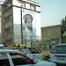 Kabulban, ahol a kommunista Nadzsibullah uralmának megdöntése után etnikai harcok robbantak ki, már némileg keverednek a nemzetiségek, de még mindig lehatárolhatók a városrészek. Szállásunk, a Gandamack Lodge a város tádzsik negyedében volt, ahol Karzai elnök képeinél is gyakoribbak a Panjshir Oroszlánját, Ahmad Sah Maszúdot ábrázoló portrék. Maszúd a tádzsikok legeredményesebb vezére volt, 2001. szeptember 9-én végzett vele egy magát operatőrnek álcázó al-kaidás merénylő.
