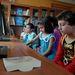 A központban írás-olvasás mellett a nehezebb tárgyakból, matematikából, kémiából és fizikából készítik fel a gyerekeket, de számítógépes ismereteket is tanítanak.