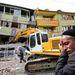 """Egyre dühösebbek a vasárnapi kelet-törökországi földrengés károsultjai a lassan érkező segélyek miatt. """"Kezdetben, az első 24 órában valóban voltak hiányosságok, ezt elismerjük"""