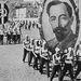 1936. Felix Dzserzsinszkij, az NKVD (a KGB elődszervezete) véreskezű vezetőjének portréját cipelő fiatalok a Vörös téren. A kép Alekszandr Rodsenko konstruktivista festő felvétele.