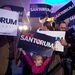 Santorum hívei ünneplik a kimagaslóan jó eredményt.