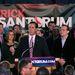 Rick Santorum ünnepli eredményeit.