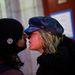 Egy New York-i pár az egyik evakuációs központban, egy helyi főiskola előtt.