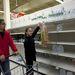 Kiürültek az élelmiszerboltok polcai, elfogytak a palackos ásványvizek, de olvasóink szerint a chipseket és más rágcsálnivalókat is felvásárolják az emberek.