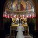 A pápa brazíliai látogatásán imádkozik egy kápolnában 2007-ben.