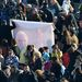 A világ minden tájáról érkeztek hívők, hogy meghallgassák a pápa utolsó nyilvános szereplését.