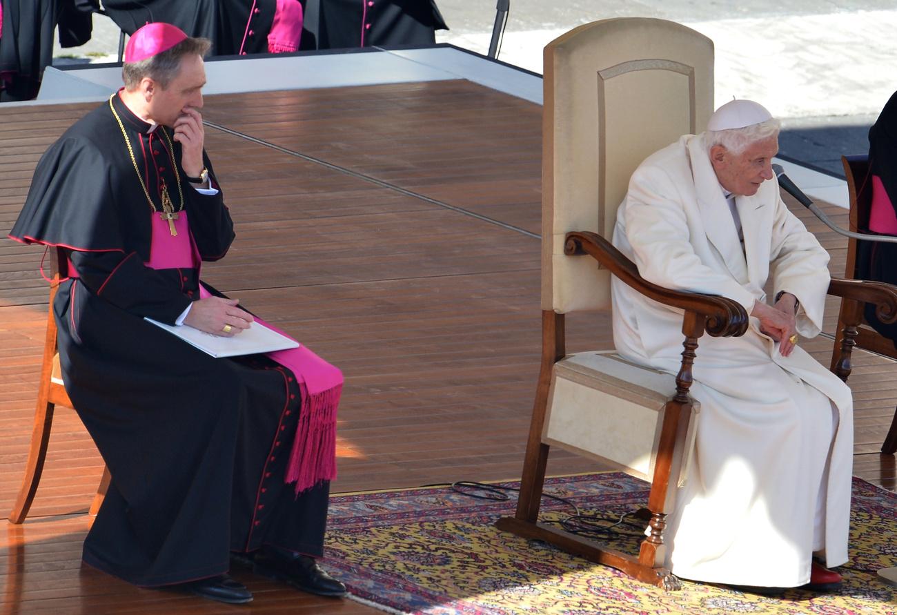 A meghallgatás kora délután ért véget. XVI.Benedek február 28-án mond le hivatalosan a pápai tisztségről.