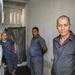 Az 1,8 méterszer 3,6 méteres cellákon három fogvatartott osztozik. Minden cella függönnyel elválasztott mosdóval van felszerelve.