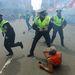 A Boston Globe fotósa John Tlumacki a sporteseményről tudósított épp amikor az események sűrűjében találta magát.