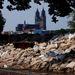 Az Elba partja Magdeburgnál. A német ipari és kereskedelmi kamarák szövetségének első becslése szerint az árvíz eddig több mint 11 milliárd euró nemzetgazdasági kárt okozott.