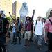 Nem találta bűnösnek egy floridai esküdtszék George Zimmermant, akit azzal vádoltak, hogy tavaly februárban agyonlőtt egy 17 éves fegyvertelen fekete bőrű fiút, Trayvon Martint. A felmentést követően tüntetések kezdődtek.