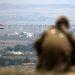 Izraeli katona figyeli a szír határt a Golán-fennsíkról. A területre az elmúlt hetekben több aknavető-lövedék is becsapódott, felgyújtva a száraz aljnövényzetet. A célpont azonban egyelőre nem Izrael volt, a sorozatokat a szír felkelők és a kormányerők egymásnak szánták.