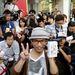 Boldog iPhone5s tulajdonos, aki szeptember 10 óta várakozott egy tokiói bolt előtt, hogy megvehesse a készüléket.