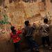 Libanonba menekültek a legtöbben Szíriából az elmúlt három évben, mióta a véres polgárháború tart. A kialakult helyzet óriási terheket ró Libanonra és egyelőre nem úgy tűnik, hogy a szíriai háborúnak hamarosan vége lesz.
