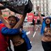 A demonstrálók megpróbálták megragadni a félmeztelen nőket, ám azok kicsúsztak kezeik közül.