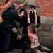 Néhányat közülük ugyanakkor sikerült a felvonulóknak lefújniuk piros festékkel. A rendőrség később őrizetbe vette őket.
