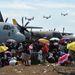 Segélyszállítmányokat szállító repülők a szigetek keleti partvidékén