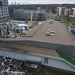 A lett főváros egyik bevásárlóközpontjában csütörtökön 500 négyzetméteres felületen omlott le a tető. Egy szemtanú, aki a tragédia idején vásárolt az áruházban, elmondta: az első, kisebb beomlás után figyelmeztették a vásárlókat, hogy hagyják el az épületet, és így tett a személyzet nagy része is.