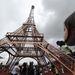 Az annak idején nagy botrányt kavart párizsi torony az elmúlt több mint száz évben a város jelképévé vált, többen meg is irigyelték. Ez a másolat Hondurasban található.