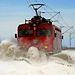 Hókotró mozdony tisztítja a síneket Újvidék környékén