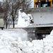 Munkagép tisztítja az utat Újvidék környékén