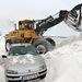 Munkagép tisztítja az utat a Szabadkához közeli Topolyánál