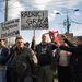Kedden a tömegközlekedési dolgozók egy csoportja is csatlakozott a tiltakozásokhoz, ezek a férfiak az egészségbiztosítási rendszer miatt vannak felháborodva.