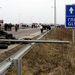 Krakovecnél a lengyel határtól Lvovba vezető autópályát is lezárták a demonstrálók.