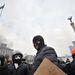 A kedden kirobbant összecsapások után szerdán hajnalban a rendőrök újabb rohamot indítottak a kijevi Majdan téren tüntetők ellen. A válság egyre durvul Ukrajnában; a  tiltakozók Lvovban kormányépületekbe és rendőrparancsnokságra törtek be, Krakovecnél pedig eltorlaszolták a lengyel határtól a városba vezető autópályát.